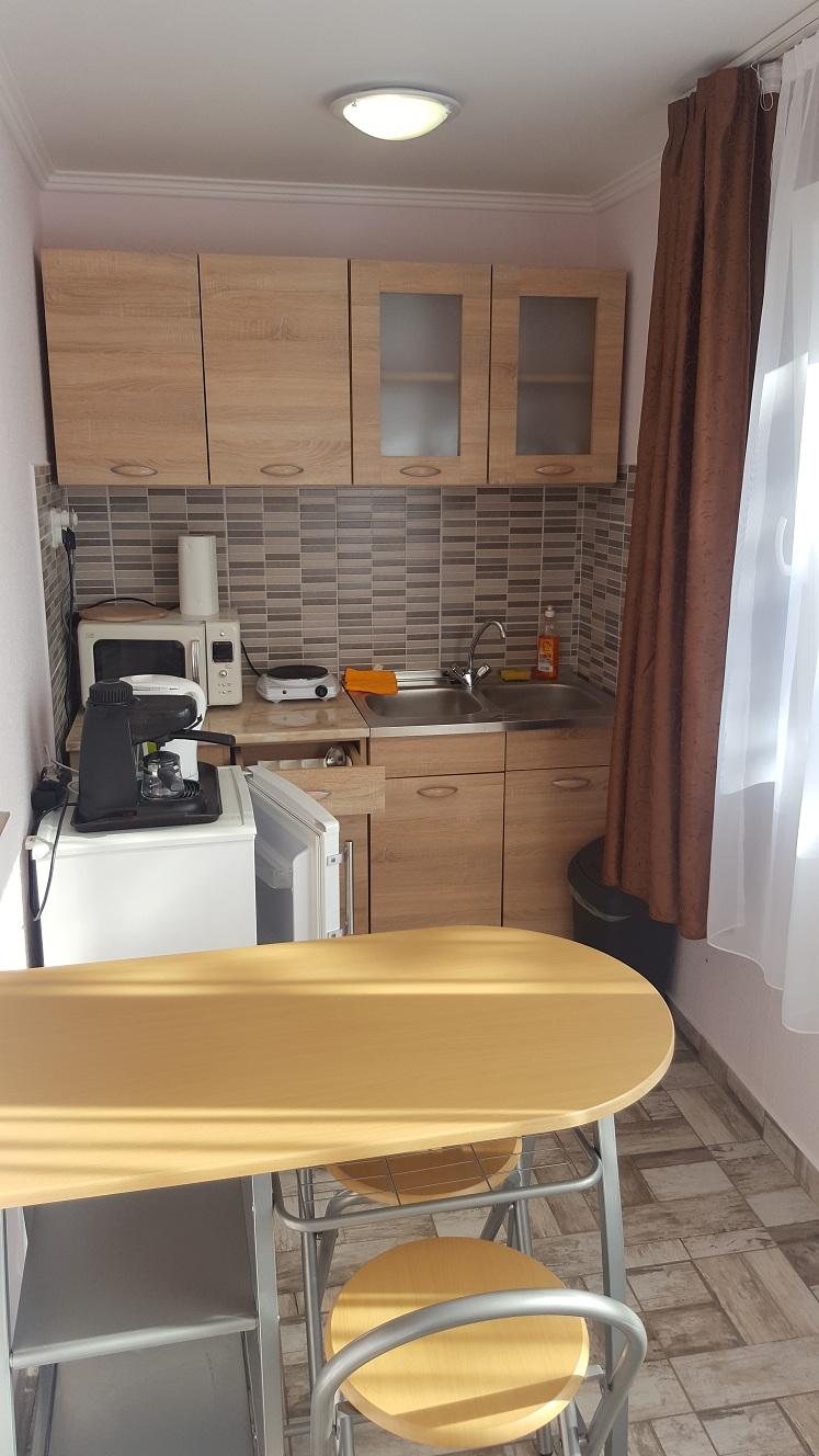 Konyhasarok - Mikro, hűtő, kávéfőző, főzőlap