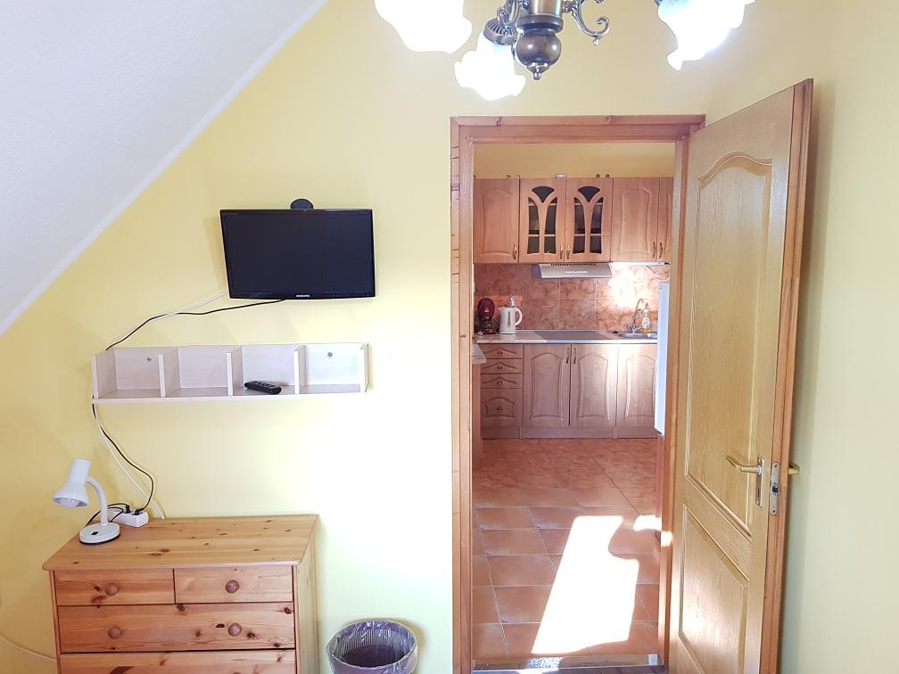 kiadó apartman konyhával és komfortosan felszerelt szobával